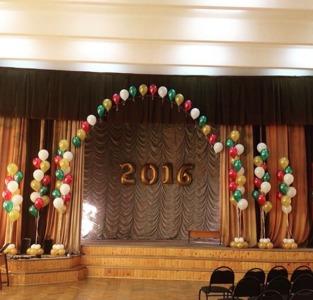 оформление школы шарами на выпускной