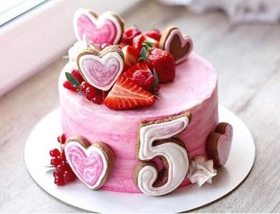 торт ягодный с сердечками