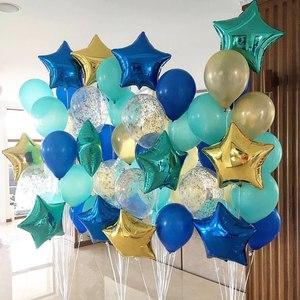 стойки из голубых и синих шаров