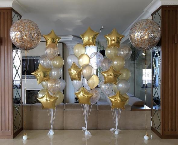 шар гигант с золотыми шарами