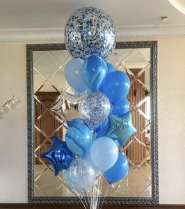 Гигант с голубыми и синими шарами