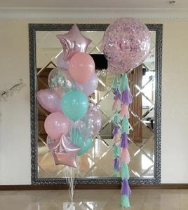 шар гигант с нежно розовыми и бирюзовыми шарами