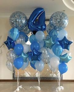 цифра и сине-голубые шары