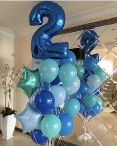 цифра два и сине голубые шарики