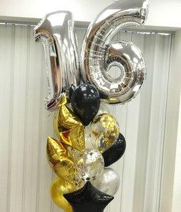 стойка из золотых черных шариков и серебряных цифр
