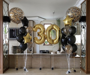 Композиция из шаров с цифрами и шаров гигантов