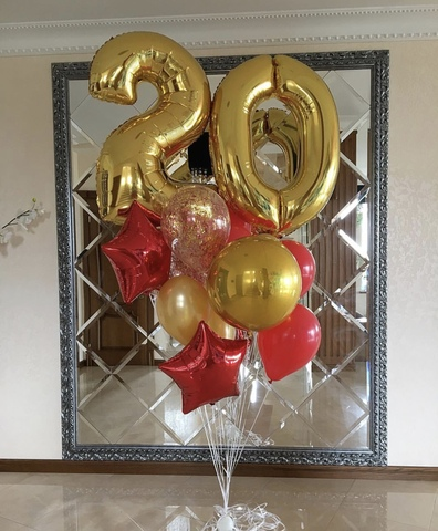 цифры с золотыми и красными шарами