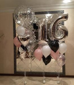цифра шестнадцать с черными и розовыми шарами