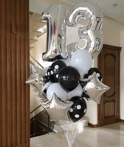 цифра тринадцать с черными и серебряными шарами