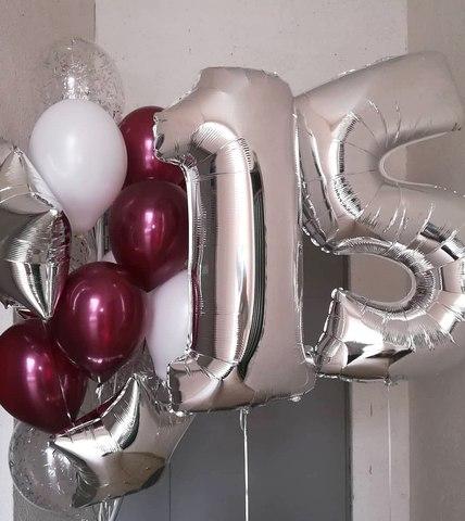 цифра пятнадцать с бордовыми и серебряными шарами