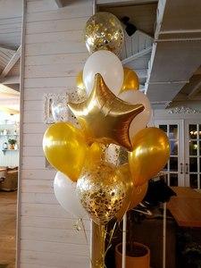 стойка из шариков золотого и белого цвета