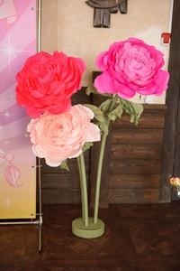 Цветы на стойке