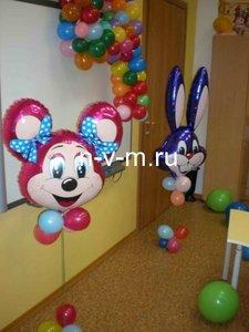 Стойка на пол с фольгированным шариком. Прекрасное оформление на детский праздник, данная композиция