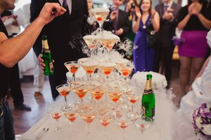 пирамида из шампанского