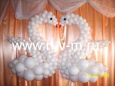 Свадебные лебеди из воздушных шаров
