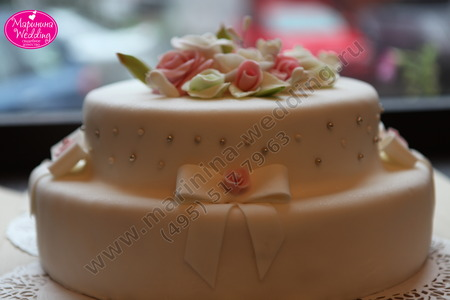 торт в нежных тонах на свадьбу