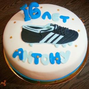 торт с кросоовками