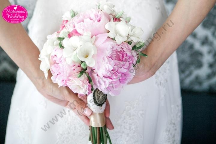 Свадебные букеты с пионами и пионовидными розами #10