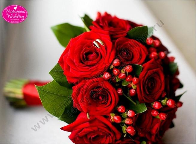 букет невесты в красном цвете фото