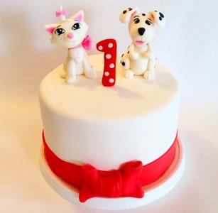торт на год с кошечкой и собачкой