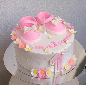 розовый торт на годик