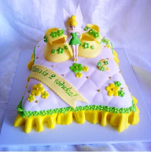 детский торт с пинетками