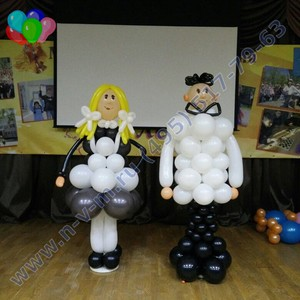 мальчик и девочка из шаров