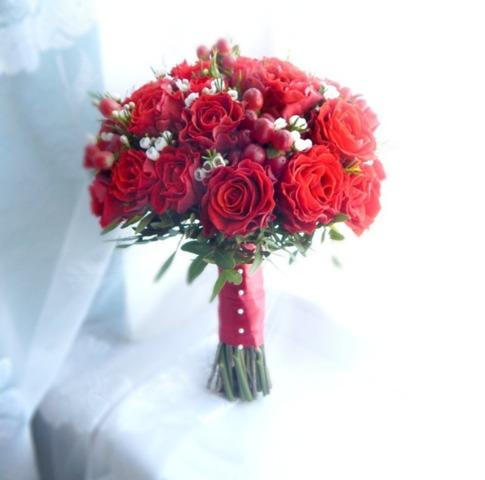 Букет из красных роз на свадьбу