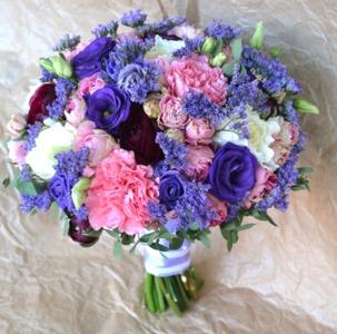 букет невесты с синей эустомой
