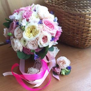 букет невесты из ранункулюса