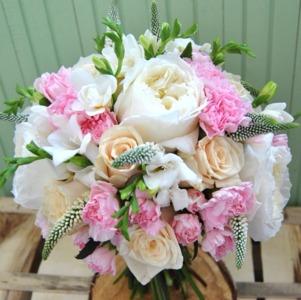 Букет невесты в персиково - розовых тонах