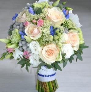 Персиково - синий букет невесты