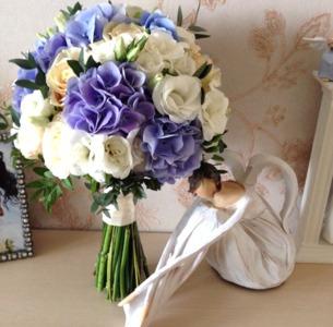 Букет невесты из сиреневых гортензий